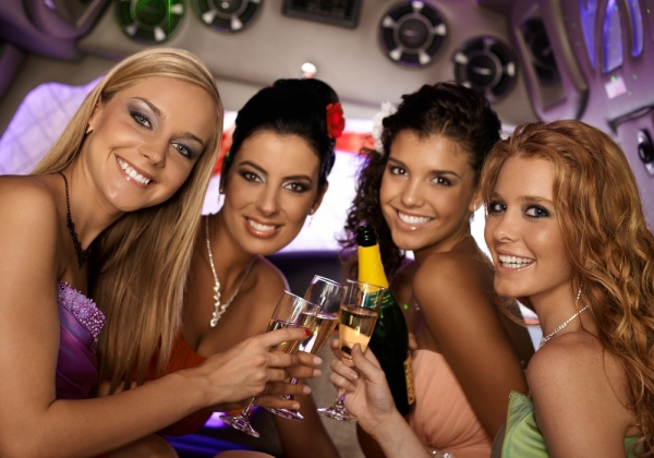 girls_party_bus3